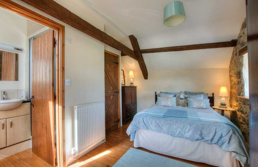 Pet friendly Holiday house sleeping 9 Aberdaron - 1st floor double bedroom ensuite