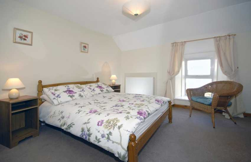 North Pembrokeshire cottage for rent - master double bedroom