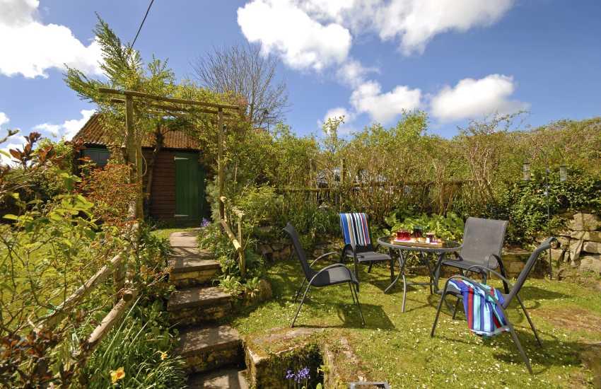 Private dog friendly gardens at Maes y Ffynnon