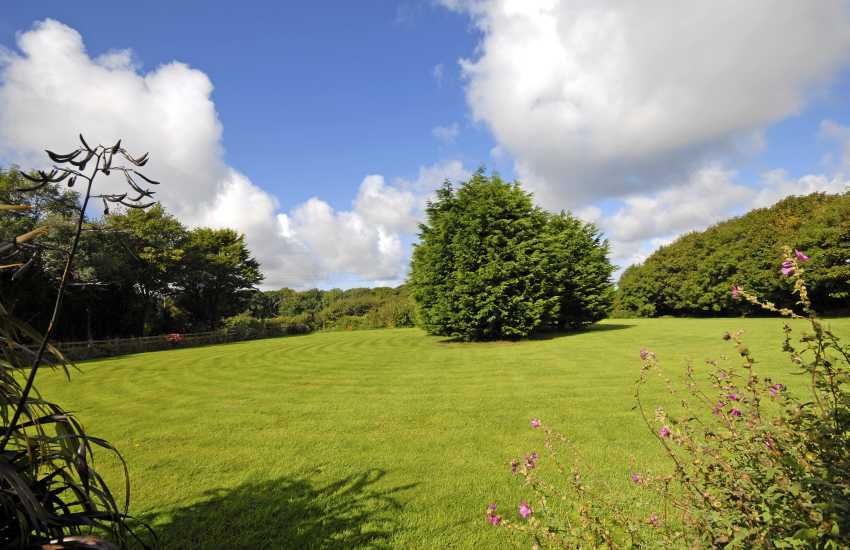 South Pembrokeshire holiday cottage with large gardens