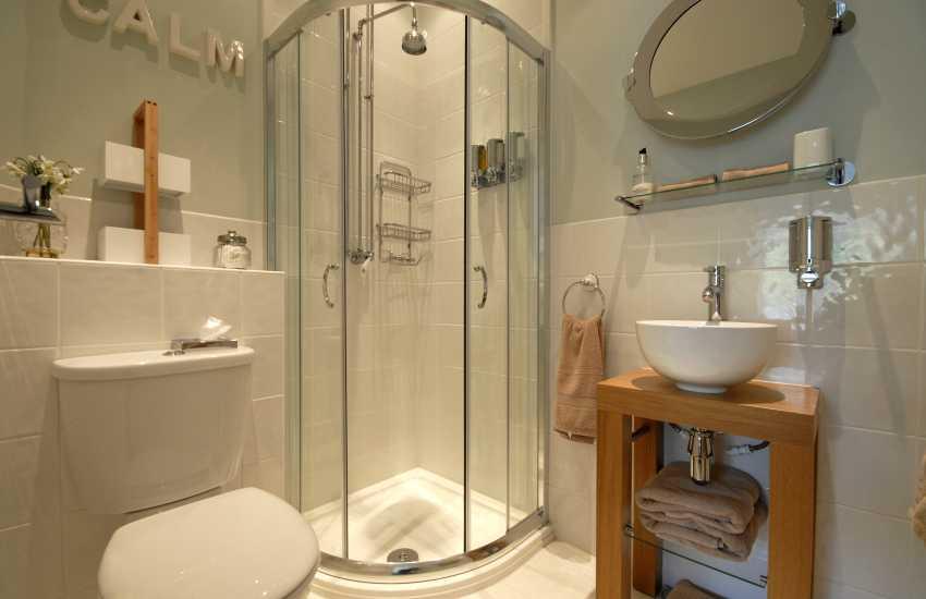 Jacqui en suite shower