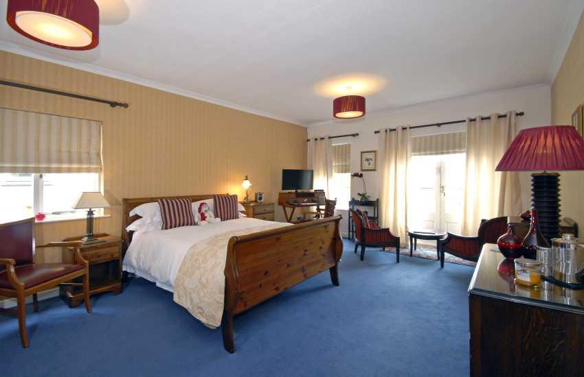 Master Balcony king size bedroom, en suite bath, balcony with sea views