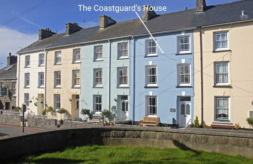 St Davids - restored Victorian Grade II listed townhouse with private gardens
