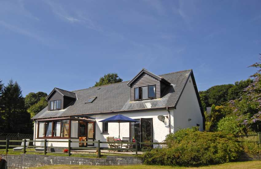 Llansteffan family holiday home near the beach - pets welcome