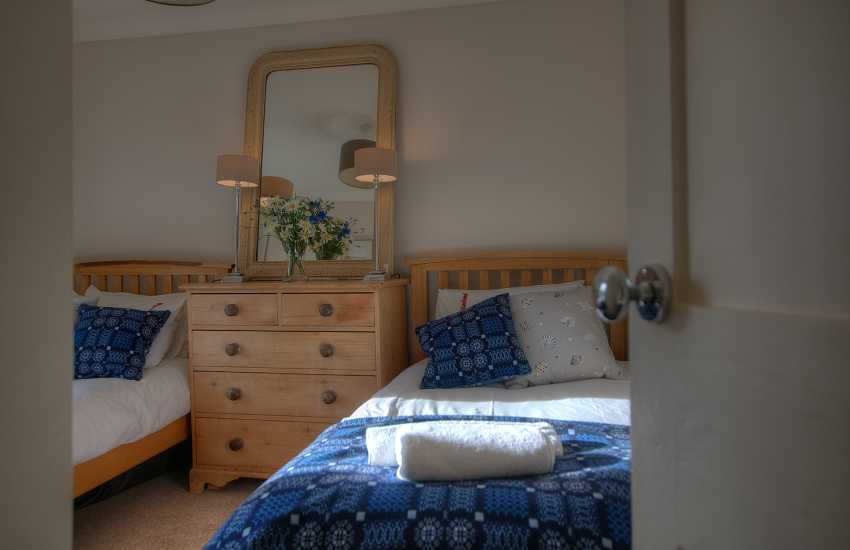 Holiday cottage sleeps 5 - twin