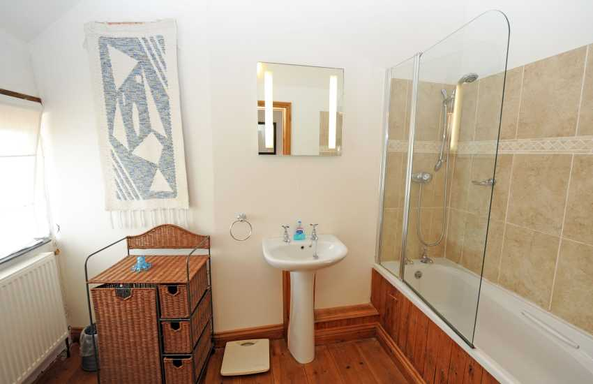 North Pembrokeshire holiday cottage - bathroom