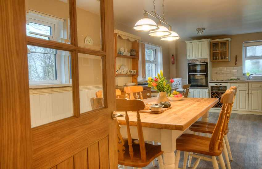 Holiday cottage Wales - dining area