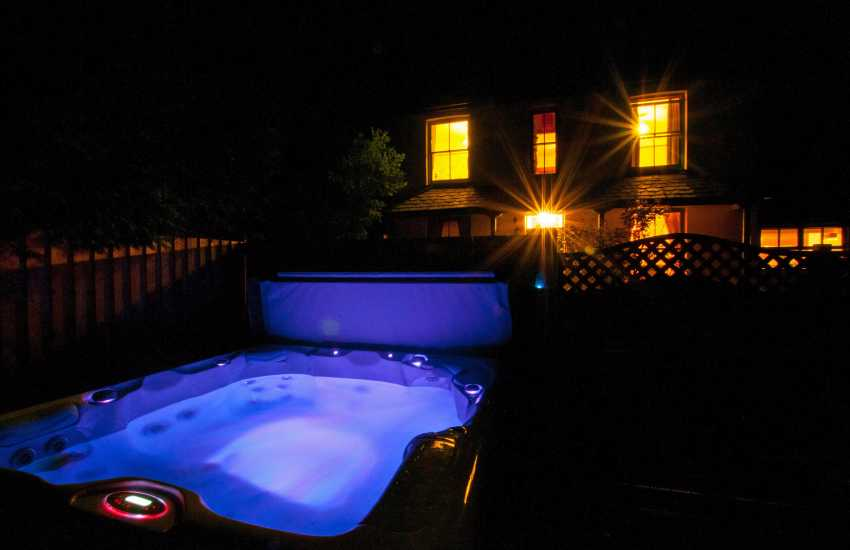 Cottage holiday Wales - hot tub