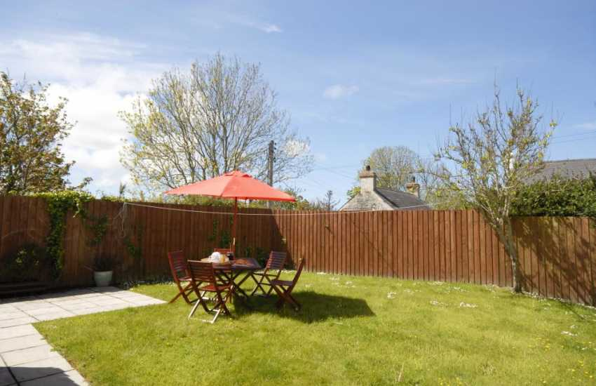 Trefin holiday cottage with enclosed, private garden - dogs welcome