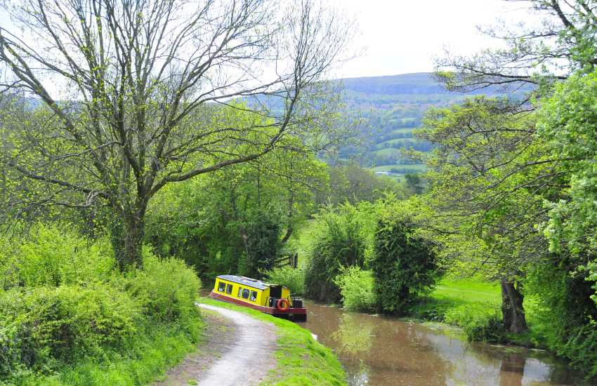 The Monmouth & Brecon Canal runs just above the garden at picturesque Llanfoist Wharf.