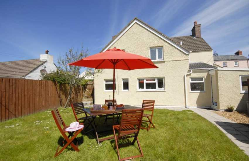 Porthgain holiday cottage private patio and gardens dogs welcome
