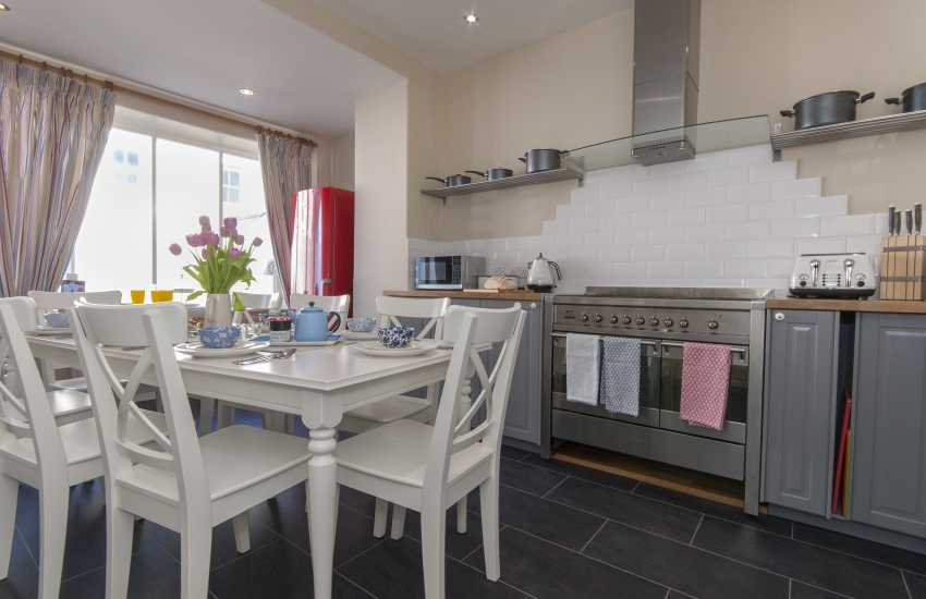 Pembrokeshire Coast National Park holiday cottage with spacious garden