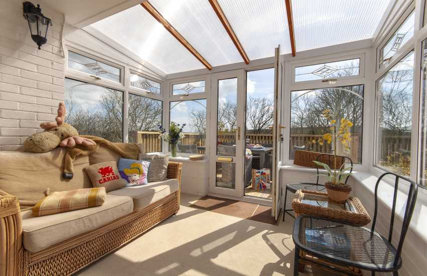 Little Haven holiday home - conservatory opening out to deck area