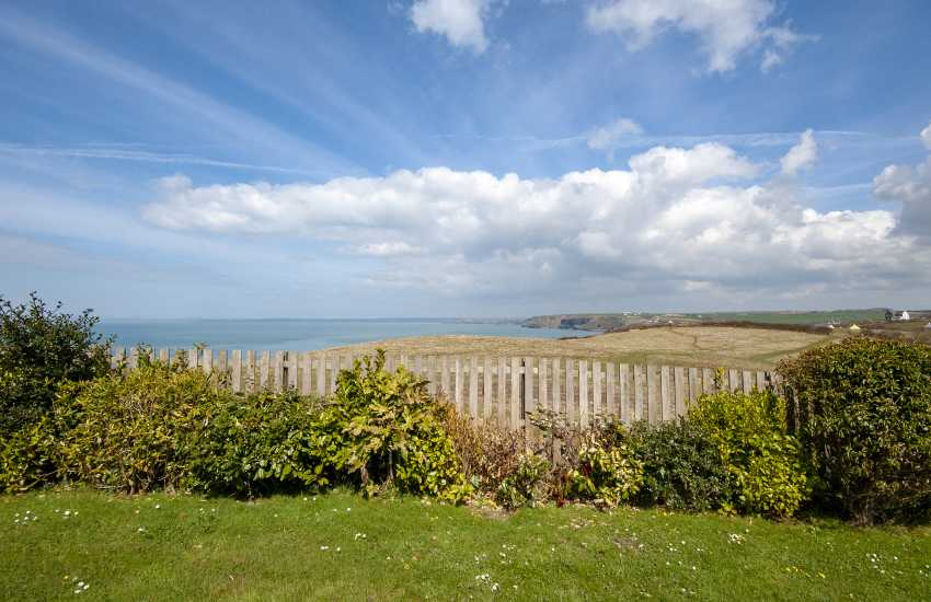 Little Haven coastal holiday home with sea views over St Brides Bay