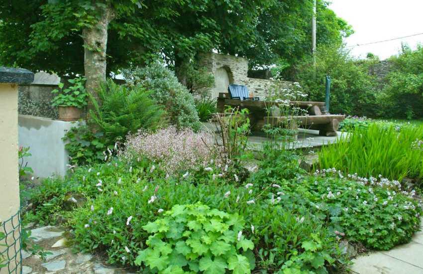 Abercastle cottage holiday garden