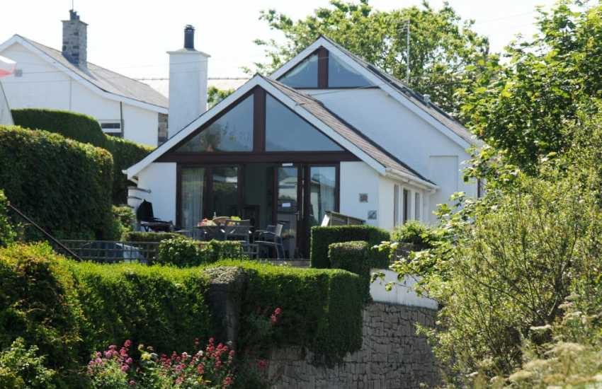 Morfa Nefyn - Holiday Cottage with bay views