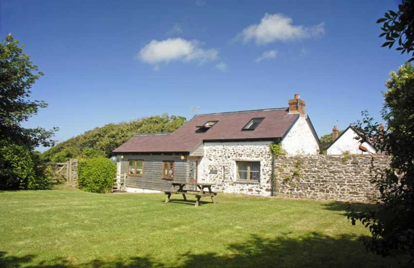 Nolton Haven holiday cottage for two - pets welcome