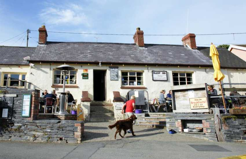 'The Sloop Inn' Porthgain - a popular family friendly pub serving a choice of excellent bar food