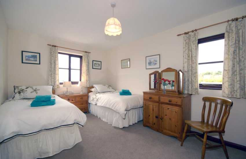 Pembrokeshire Aberbach holiday cottage sleeps 4 - twin