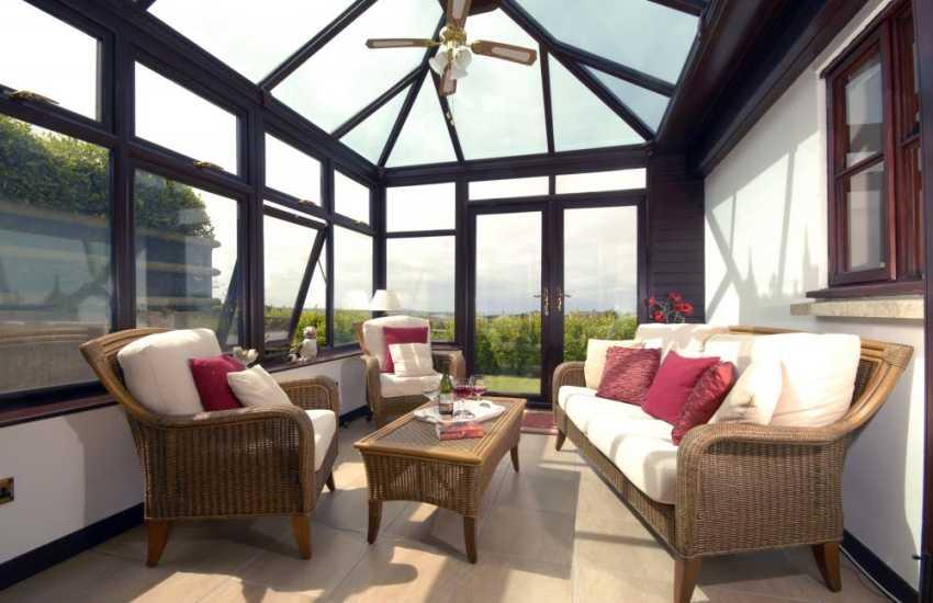North Pembrokeshire coastal cottage for rent - conservatory