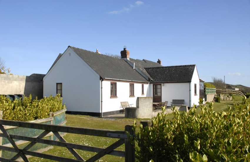 Strumble Head holiday cottage Pembrokeshire sleeps 4 - no pets
