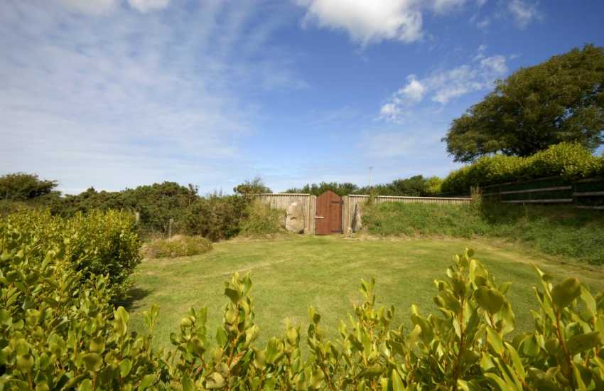 North Pembrokeshire holiday cottage with 'secret' garden