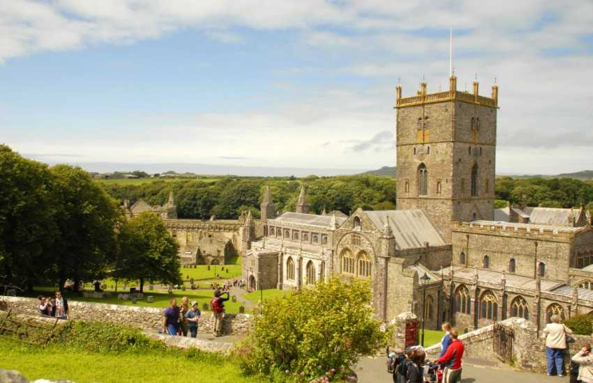 St Davids with it's magnificent Cathedral and ruined Bishops Palace has a variety of restaurants, cafes, galleries and interesting little shops in which to browse