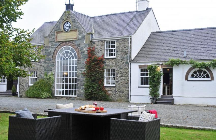 The Manor House (Rhosneigr Counry Plas)