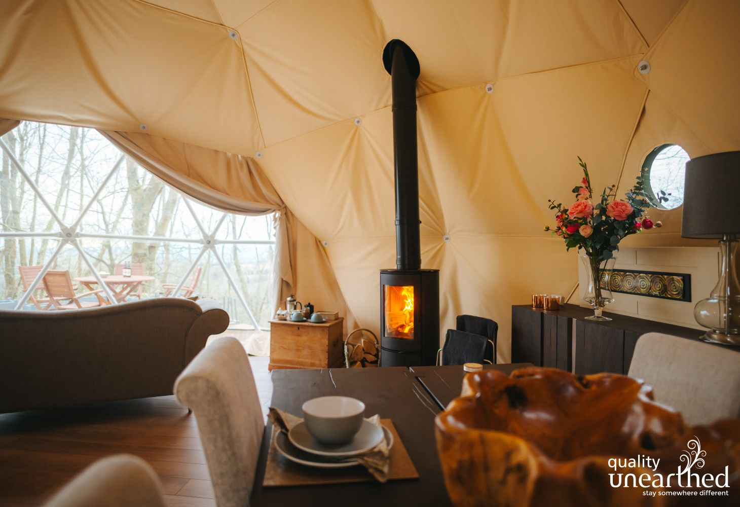 This photo shows the insulated lining of the cosy and romantic glamping geodome