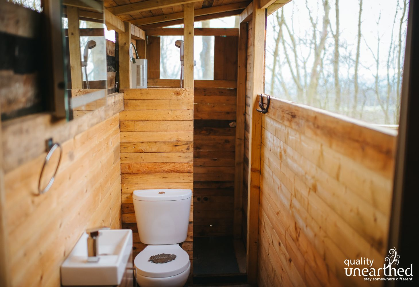 The geodome has a flushing WC and hot water shower