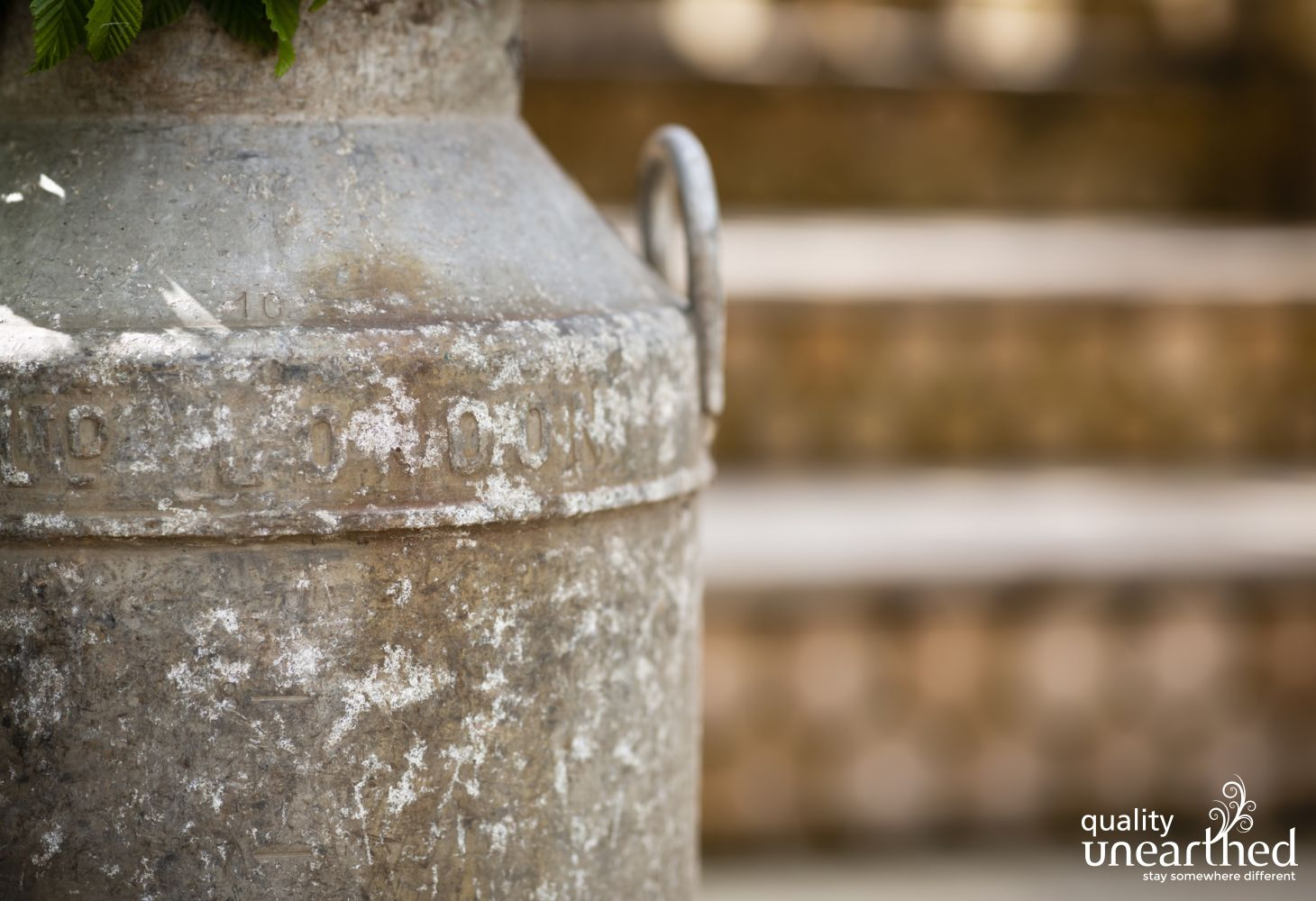 An antique milk churn as decoration at the wooden contemporary lodge reminds you of your location in a farming region