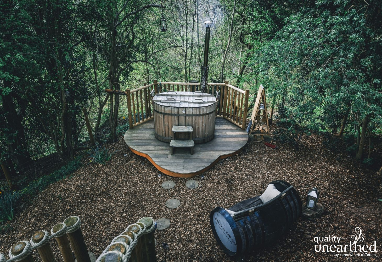 Access the wood fired hot tub from the treehouse terrace. This Breacon Beacons woodland surrounds the hot tub