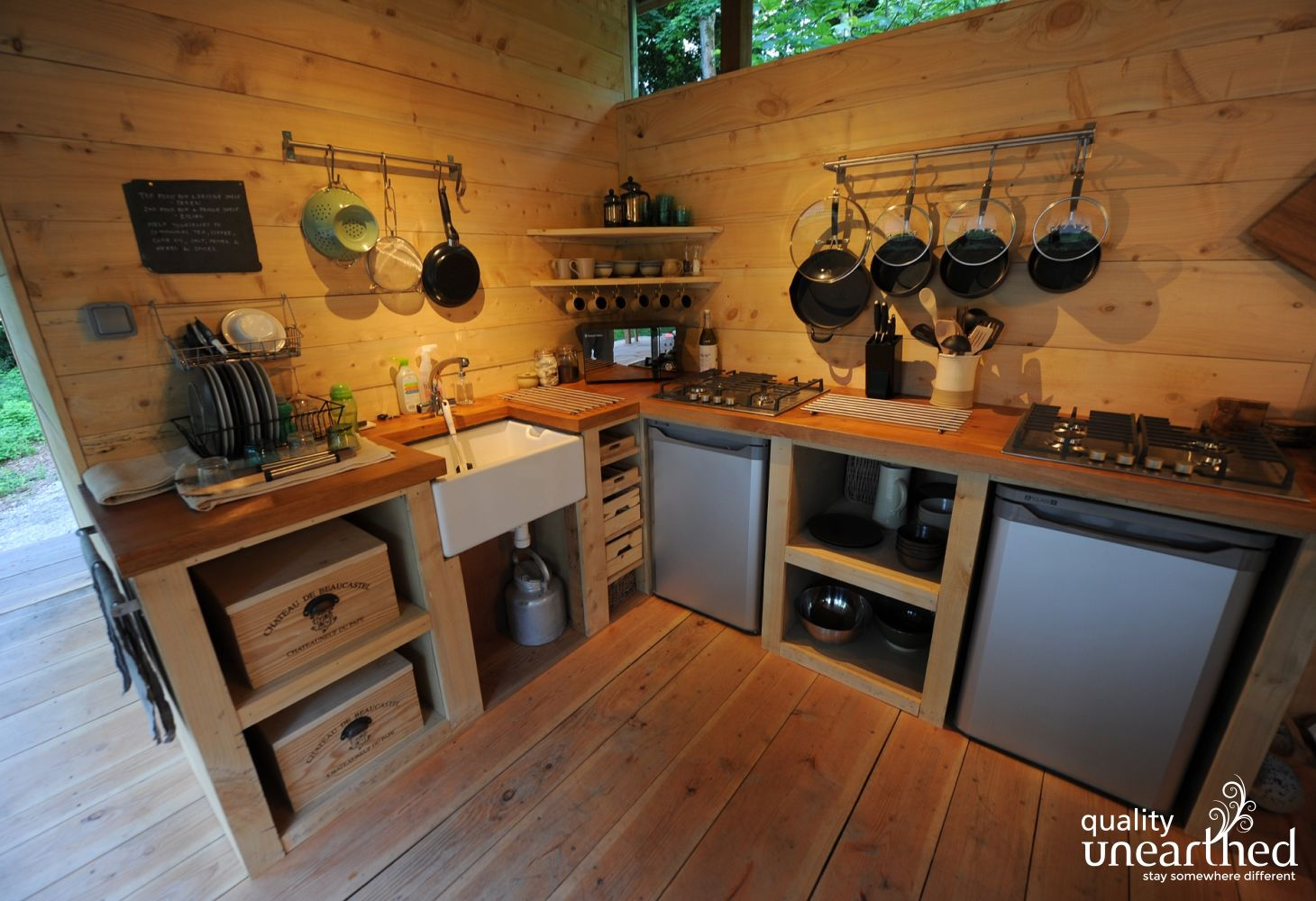 Fully serviced kitchen, shared by the 2 glamping yurts and the treehouse