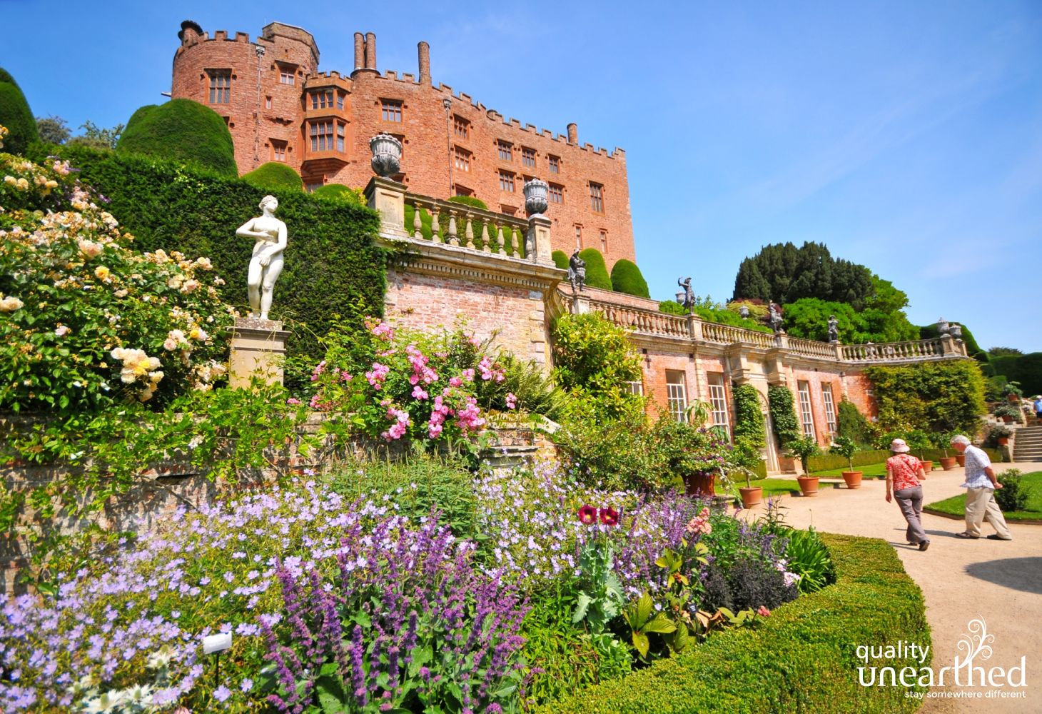 Powis Castle is only 15 mins from this cabin. A National Trust property