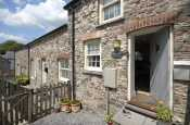 Laugharne - cosy holiday cottage for two - pets welcome