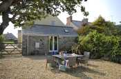 St Davids cosy holiday cottage with parking and dogs welcome