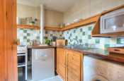 St Davids holiday cottage - kitchen
