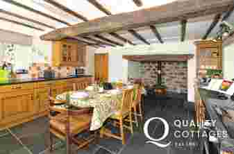 Pet friendly holiday cottage - kitchen