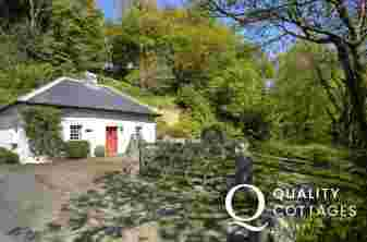 Pet friendly Pembrokeshire cottage on the Gwaun River