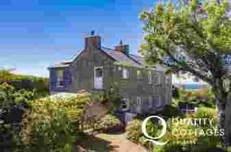 Druidston Old Farmhouse for holidays by the sea - pets welcome
