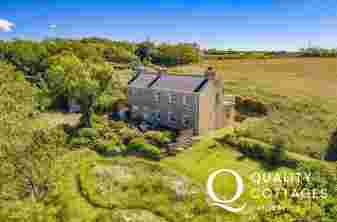 Pembrokeshire farmhouse near Broad Haven - sleeps 8, dogs welcome