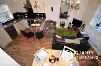 Conwy town centre holiday cottage - lounge