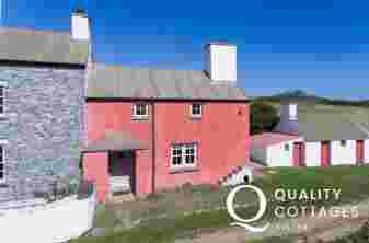 Pembrokeshire farm cottage sleeps 4