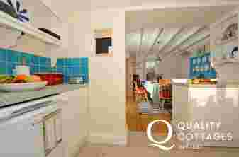 Pembrokeshire holiday cottage for 4 - kitchen
