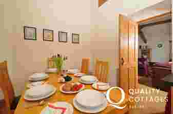 Cambrian Mountains holiday cottage - dining