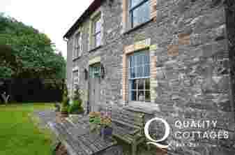 Dolaucothi cottage exterior