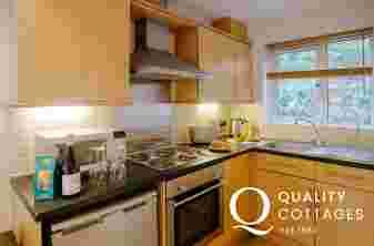 Rhossili Beach holiday cottage sleeps 4-kitchen