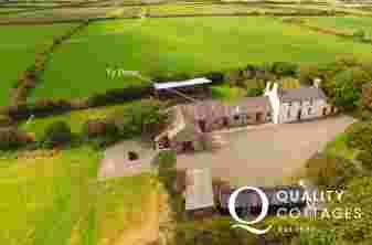 Pembrokeshire holiday barn sleeps 9
