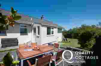 Aberdaron holiday cottage - patio