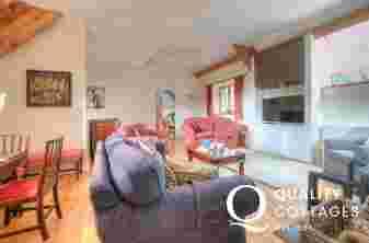 Hay on Wye holiday cottage sleeping 8 - lounge